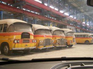 Halen depoda bekleyen nostaljik Malta Otobüsleri